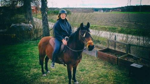 Säga hej till sin livskamrat och hennes häst